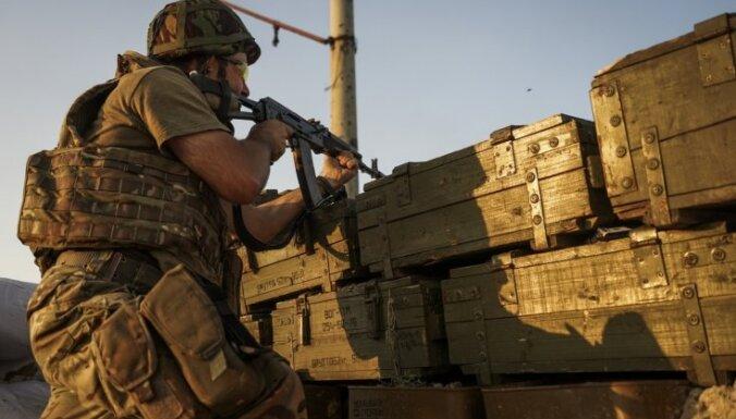 Diennakts laikā Ukrainas austrumos krituši trīs karavīri