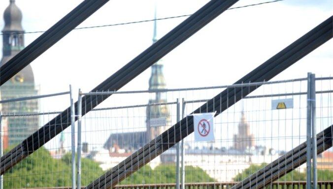 Ванты на Вантовом мосту смазали солидолом