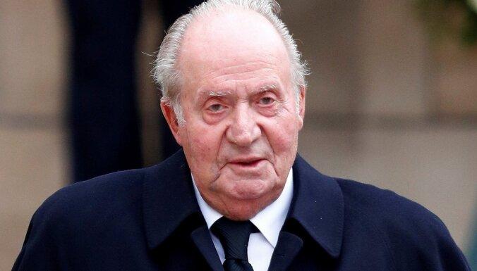 Korupcijas skandālā iejauktais bijušais Spānijas karalis nolēmis doties trimdā