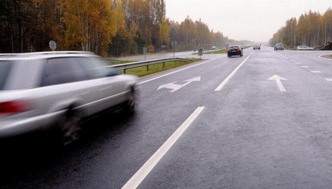 Brīdina par 'melno ledu' uz ceļiem