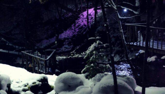 Gaismas uzvara pār tumsu – krāšņas vietas Latvijā, kas nakts laikā izgaismotas pastaigām