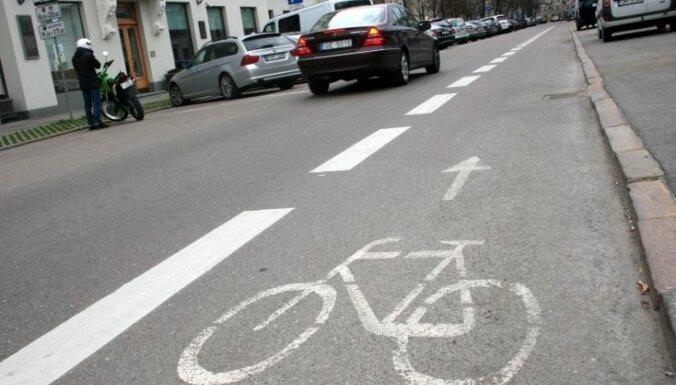 Vāc parakstus pret velojoslu ierīkošanu Čaka ielā