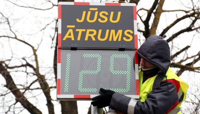 Foto: Katlakalna melnajā punktā uzstādīts braukšanas ātruma mērītājs