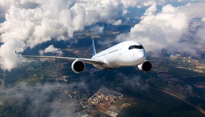 Aizkavējies lidojums ar pārsēšanos: kādos gadījumos pasažierim pienākas kompensācija