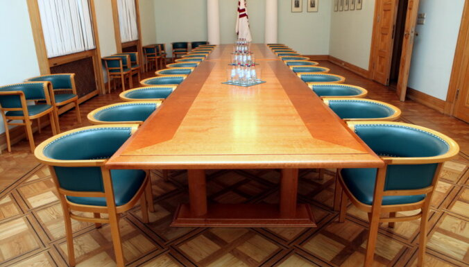 Ministri nerunīgi par politiskajiem plāniem pēc Dombrovska valdības darba beigām