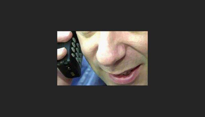 Pusei Latvijas iedzīvotāju ir mobilie telefoni
