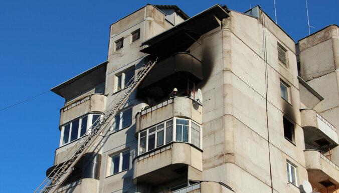 В пожаре в Даугавпилсской многоэтажке погибли два человека