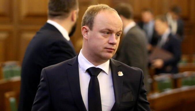 'KPV LV' rosina krimināli vajātiem deputātiem liegt ieņemt vairākus no Saeimas amatiem