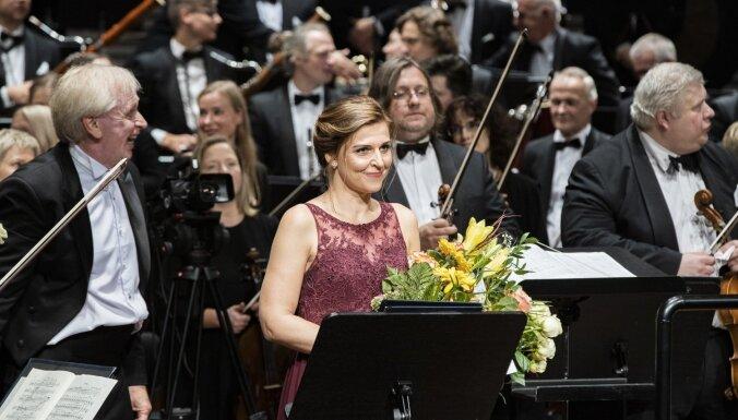 Foto: Ar stāvovācijām atklāta Liepājas simfoniskā orķestra jaunā sezona