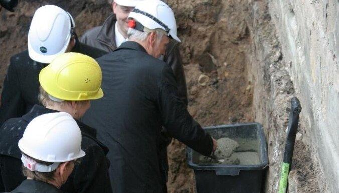 Закладка капсулы в фундамент Динабургской крепости - важное дело!