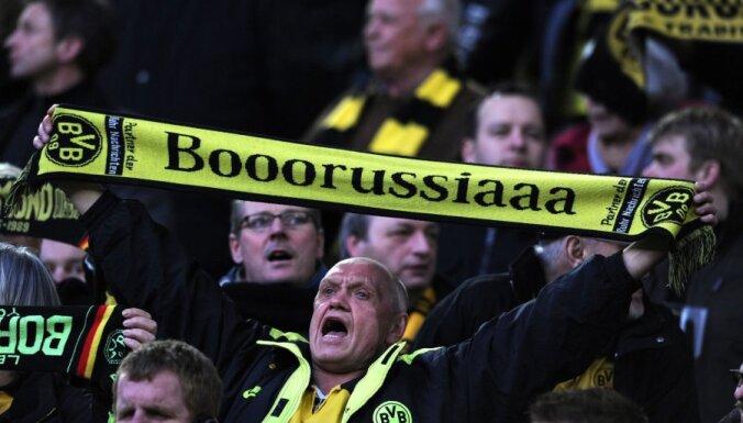 Dortmundes 'Borussia' futbolisti salej saviem faniem
