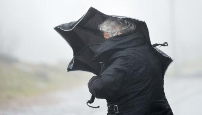 В ближайшие часы в Латвии разразится мощная буря, ожидаются ливни