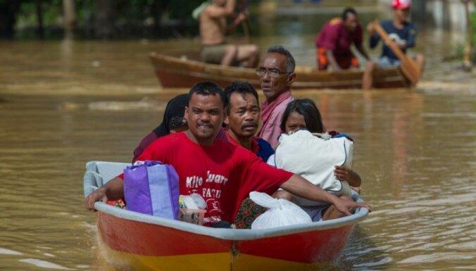 105 000 cilvēki glābjas no plūdiem Malaizijā