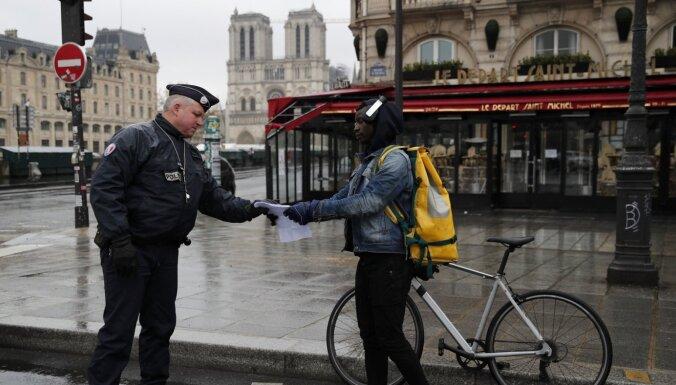 Parīzē dienas gaišajā laikā ārā aizliegts nodarboties ar fiziskajām aktivitātēm
