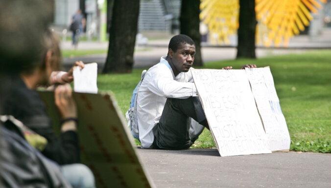 Uzņemt vai norobežoties - cik gatava Latvija ir Āfrikas bēgļiem?
