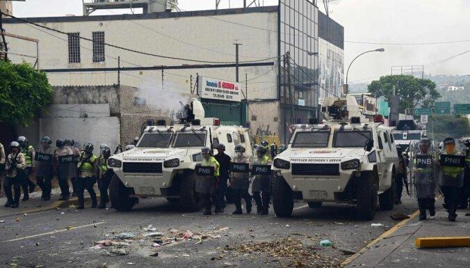 """Десятки тысяч венесуэльцев вышли на """"мать всех протестов"""""""