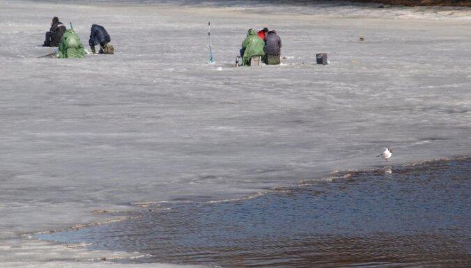 Pašvaldības varēs aizliegt iedzīvotājiem atrasties uz upju un ezeru ledus
