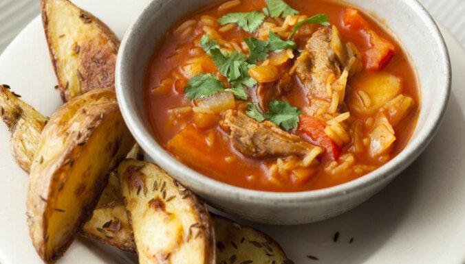 Asā jēra gaļas un tomātu biezeņa zupa ar kartupeļu daiviņām