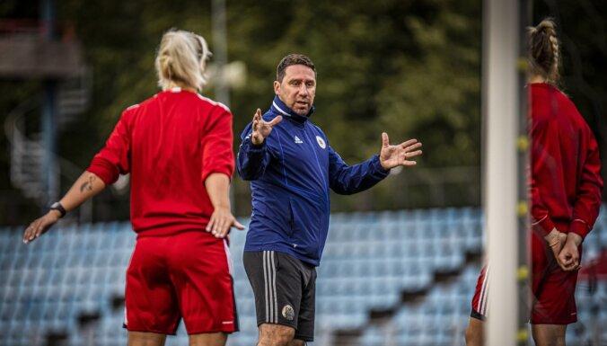 Sieviešu izlases treneris: dažas futbolistes ārzemēs pelna vairāk nekā vīrieši mūsu virslīgā