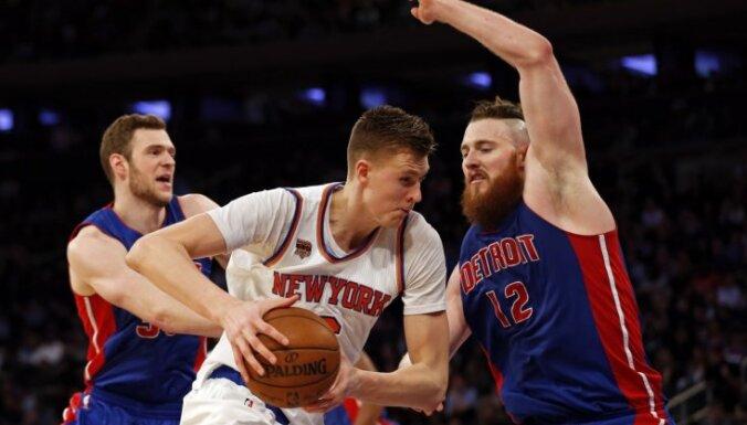 Porziņģis ar teicamu sniegumu un 25 punktiem palīdz 'Knicks' pārtraukt piecu zaudējumu sēriju