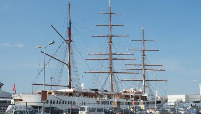 """ФОТО: В Таллинне причалил """"пятизвездочный круизный парусник"""" — барк Sea Cloud II"""
