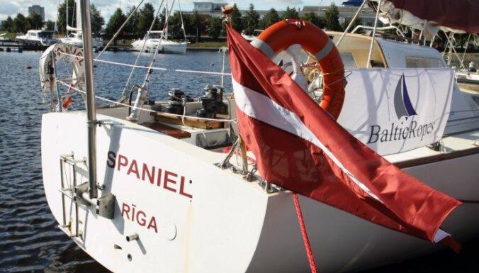 Fotoreportāža: Rīgā svinīgi sagaida jahtas 'Spaniel' komandu