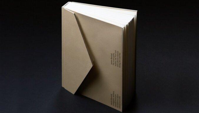 Izdota grāmata par trimdas kuratoru un meilārta mākslinieku Valdi Āboliņu