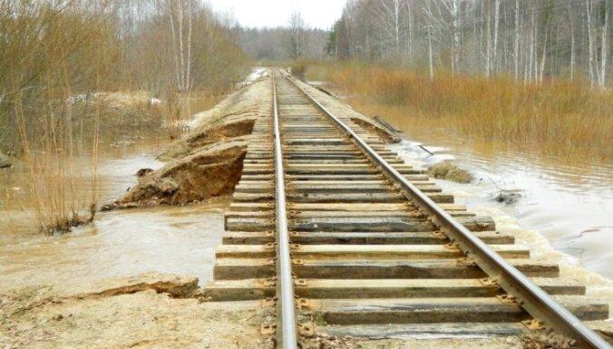 'Latvijas dzelzceļā' problēmas jārisina Linkaitam kopā ar LDz vadību, atzīmē Kariņš
