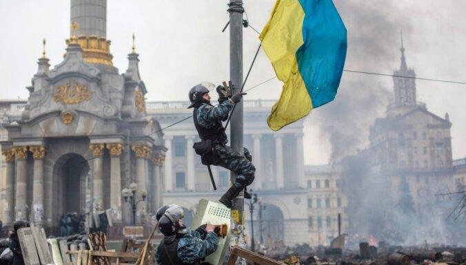 """Оппозиция и Янукович договорились о перемирии, """"Правый сектор"""" это не поддержал"""