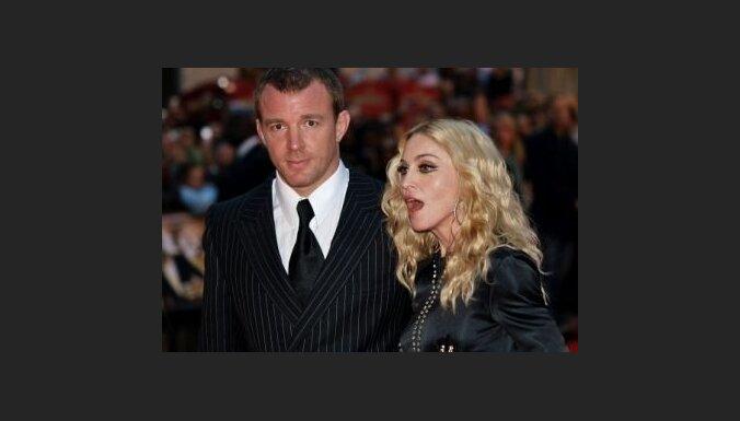 Gajs Ričijs no Madonnas nevēlas ne peniju