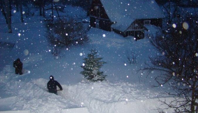 ФОТО: 10 лет назад окрестности Колки оказались изолированными от мира из-за снега