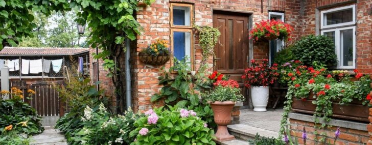 Фото: В Кулдиге выбирают самые ухоженные и цветущие сады и дворы и они впечатляют