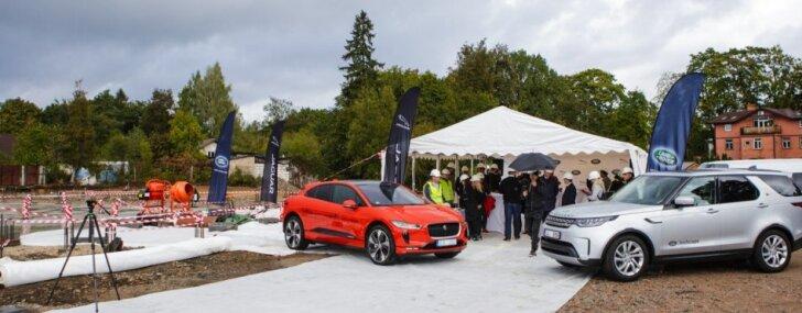 ФОТО: В Риге начали строить крупнейший в Балтии автосалон Jaguar Land Rover