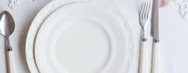 Sniegbalts galda klājums – kā izmazgāt iedzeltējušos galdautus