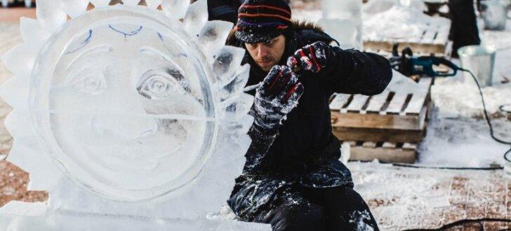Jelgavā top iespaidīgas ledus skulptūras