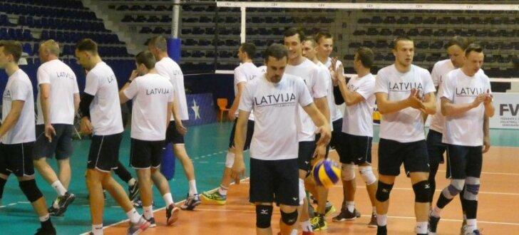 Foto: Latvijas volejbolisti Kosovā gatavojas Eiropas līgas mačam