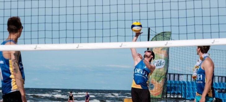 Foto: Vējaini aizvadīta 'Jūrmala Masters' 'Delfi' mediju kausa izcīņa pludmales volejbolā
