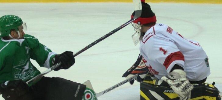 Foto: Vietējie hokeja spīdekļi sacenšas virslīgas Zvaigžņu spēlē