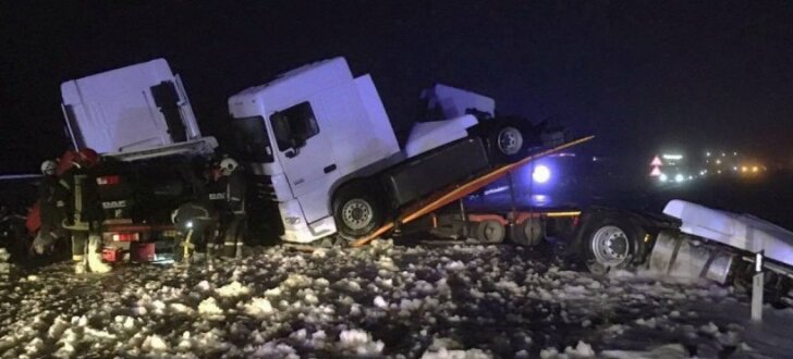 Negadījuma dēļ vairākas stundas būs bloķēta satiksme Liepājas šosejas posmā