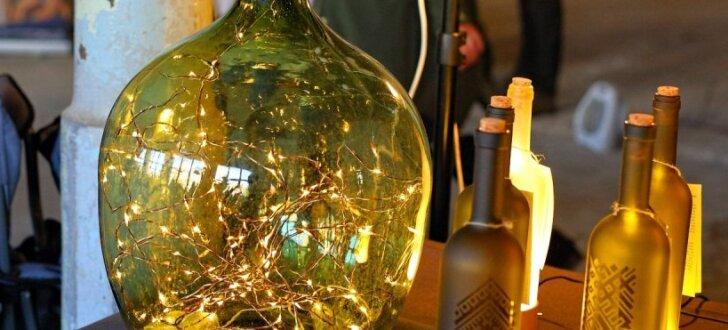 ФОТО: В Риге дизайнеры продавали винтажные вещи и странные изделия