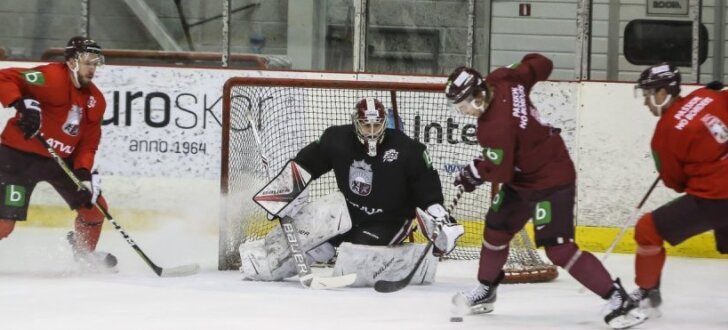 Foto: Latvijas hokejisti sāk gatavošanos duelim ar Kanādas olimpisko izlasi