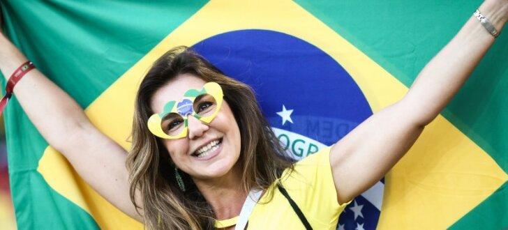 """ФОТО: Горячие бразильянки во время футбола """"захватили"""" российские города"""