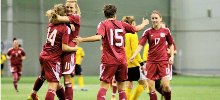 Foto: Latvijas sieviešu futbola izlase atkārtoti pārspēj 'Gintra Universitetas'