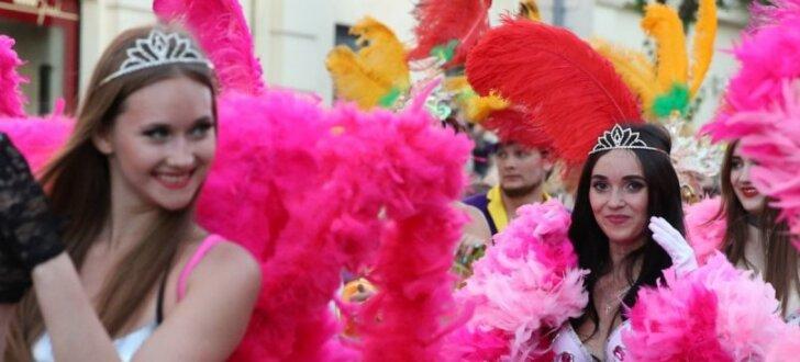 В Самаре устроили бразильский карнавал, а в Москве — День мертвых по-мексикански