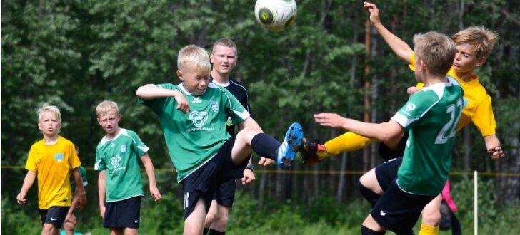 Foto: Jauno sportistu cīņas Zēnu Futbola festivāla turnīrā Salacgrīvā