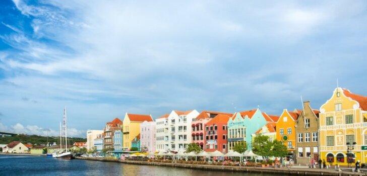 Latviešu ceļotāji apceļo nezināmo Kirasao – krāsaino Karību Amsterdamu