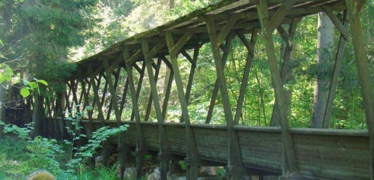 Foto: Kā tagad izskatās vēsturiskā Murjāņu kamaniņu trase, kas celta no koka