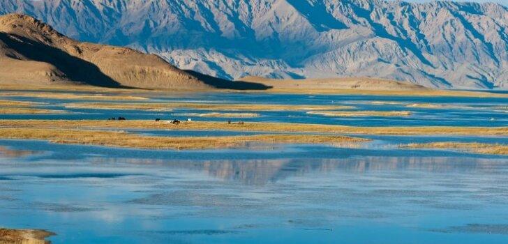 Lemti nepadoties: latviešu ceļotāju neticamie piedzīvojumi Tibetā – bez atļaujām un bezceļos