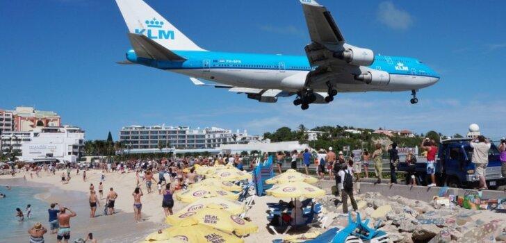 Самолет насмерть сдул туристку во время взлета