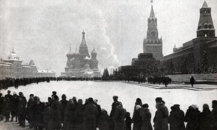 1924. gads: Maskavā apraud Ļeņinu, sirreālisti publicē manifestu, dibina Latviešu folkloras krātuvi